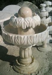 """Мраморен фонтан от тип """"Събрани листа"""""""
